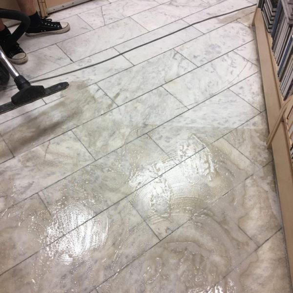 Hloubkové čištění a impregnace dlažby
