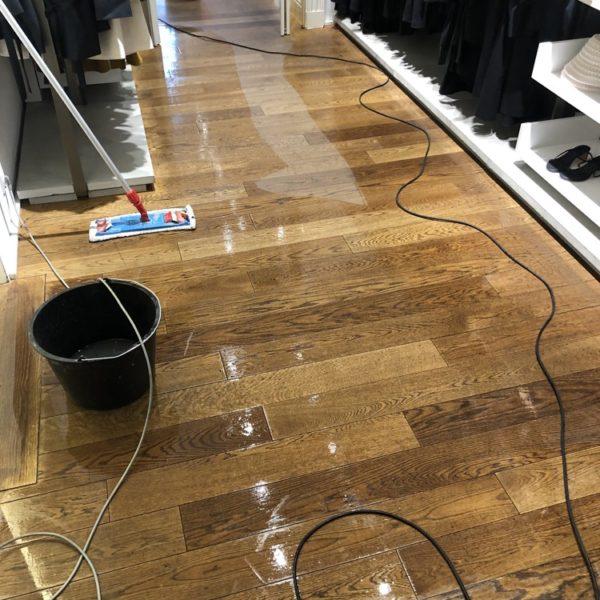 cisteni masivni drevene-podlahy v praze