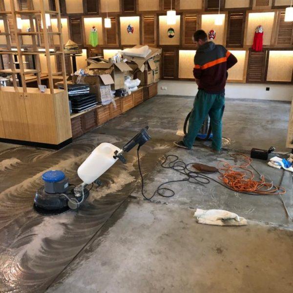cisteni betonove podlahy restaurace