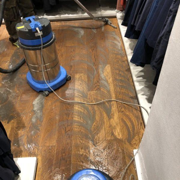 cisteni masivni drevene podlahy praha