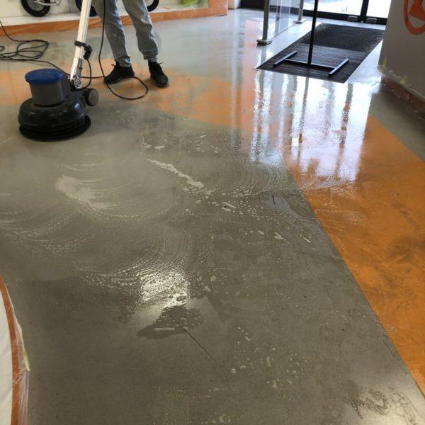 cisteni znecistenych podlah